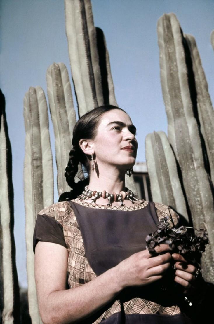frida-kahlo-in -her-garden-gardenista