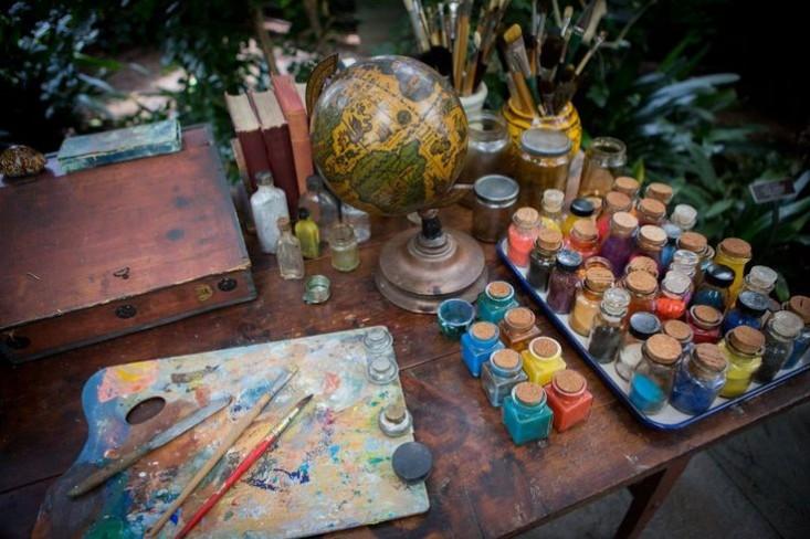 frida-kahlo-studio-desk-wsj-vivid-colors
