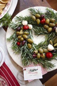 Centrotavola fai da te con rosmarino e olive