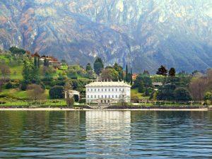 La villa neoclassica di Villa Melzi