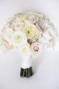 21-stunning-winter-wedding-bouquets-kate-preftakes-photo-334x500