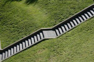 Erba e scale al Parc de la Villette Parigi
