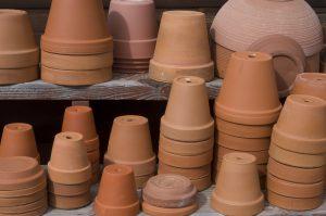 Aceto in giardino pulire i vasi di terracotta