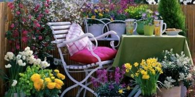 Arredare balcone primavera