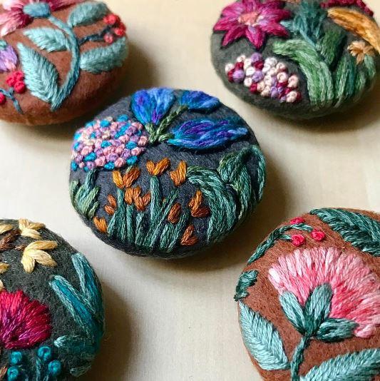 Bottoni in feltro con fiori 05
