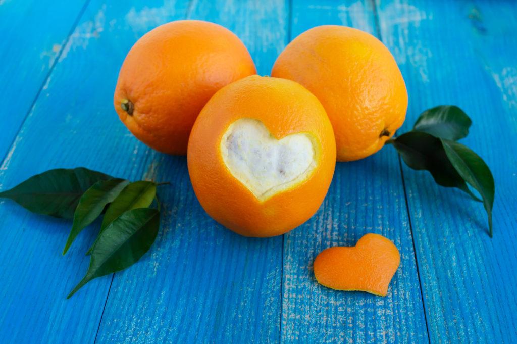 Intagli nella buccia d'arancia
